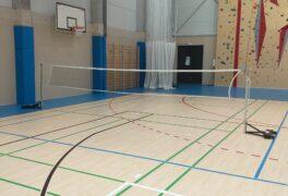 Badminton ve sportovní hale